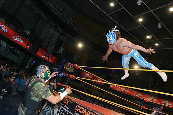 Flyer flying!/photo by CMLL